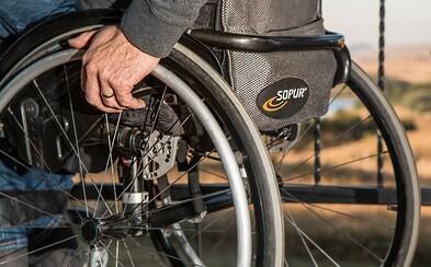 Český lékař potvrdil vynikající účinnost léku na roztroušenou sklerózu. Čeká nás revoluce v léčbě tohoto zákeřného onemocnění?