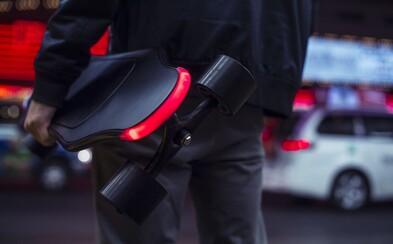 Český startup chce preraziť so špičkovým skateboardom na elektrinu. Pri plnej batérii zvládne prejsť 20 kilometrov