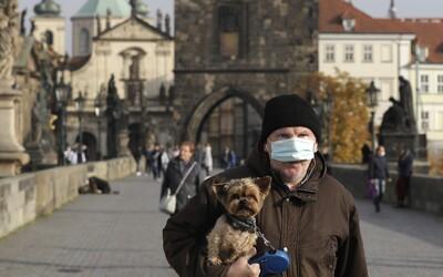 Český súd spochybnil povinnosť nosenia rúšok vonku, zákon je vraj nepresný a nezrozumiteľný