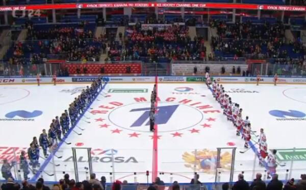 Českým hokejistom v Moskve pustili hymnu Kazachstanu, fanúšikovia im zaspievali tú správnu