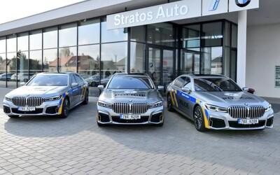 Čeští policisté dostali 5 luxusních limuzín. Kde budou hybridní bavoráky hlídkovat?