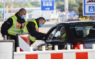 Cestování z Česka na Slovensko bude mít od pátku nová pravidla