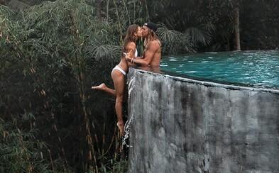 Cestovatel na Instagramu čelí kritice. Proč na fotkách riskuje pouze jeho dívka?