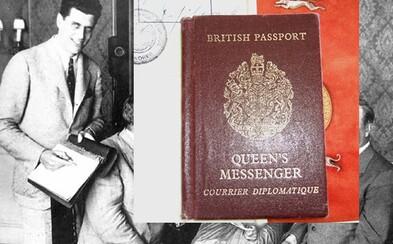 Cestujú s tebou, ale prepravujú dôverné kráľovské dokumenty. Britskí kráľovnini kuriéri majú kufríky s vlastnými pasmi