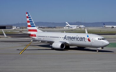 Cestujúci už boli na palube lietadla, keď let zrušili, pretože muž moslimského pôvodu bol na záchode a spláchol dvakrát