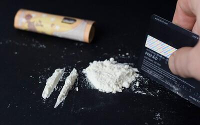Cez týždeň už ľudia fúkajú takmer rovnaké množstvo kokaínu ako počas víkendu, zistili v Londýne