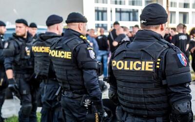 V Brně měl vraždit zdrogovaný člen Slušných lidí. Údajně zabil muže kladivem, následně ukradl auto a ujížděl policistům.