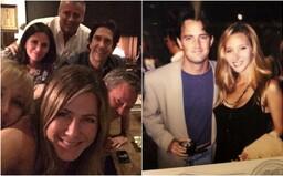 Chandler z Přátel si jako poslední z partičky herců založil Instagram