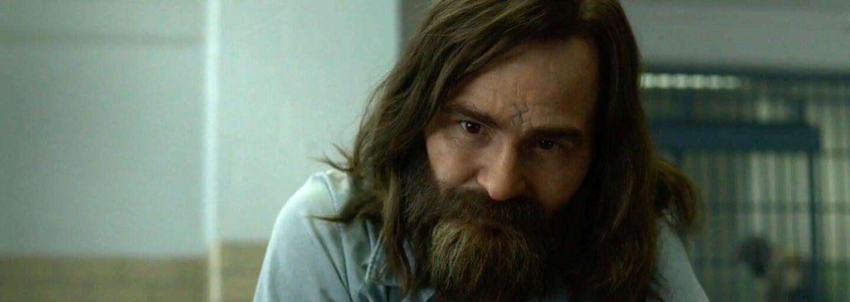 Charlesa Mansona si vo Vtedy v Hollywoode a v seriáli Mindhunter zahral rovnaký herec. Ako rozdielne vnímal obe roly?