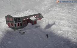 Chatu pod Rysmi opäť zavalila lavína, podľa odborníkov ide o najohrozenejšiu stavbu v Európe