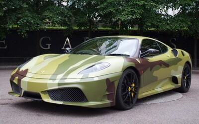 Chceš 510-koňové army Ferrari 430 Scuderia? Je na predaj!