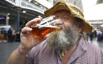 Chceš zájsť v Anglicku na čapované pivo? Musíš sa nahlásiť v aplikácii