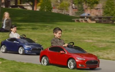 Chcete se vrátit do dětských let? Na trh nyní přichází dětská verze modelu Tesla S