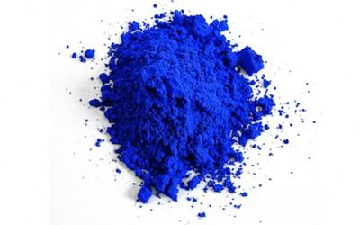Chemik omylem objevil novou modrou barvu. Za několik měsíců ji budeš moci používat i ty