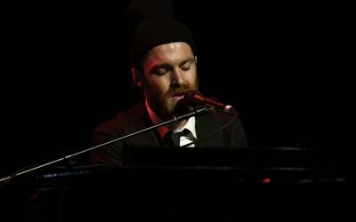 Chet Faker a jeho krásna unplugged verzia piesne Talk Is Cheap