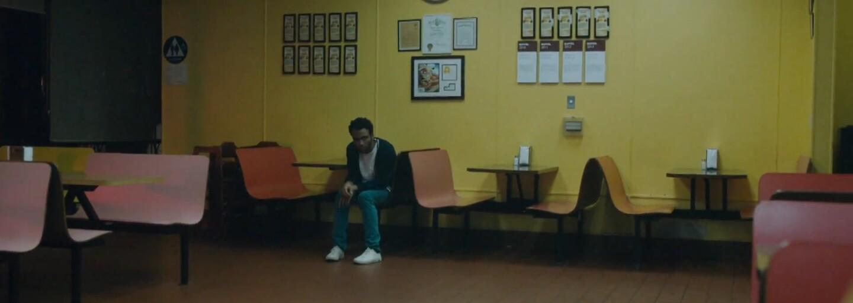 Childish Gambino předvádí balicí techniky v klipu ke skladbě Sober