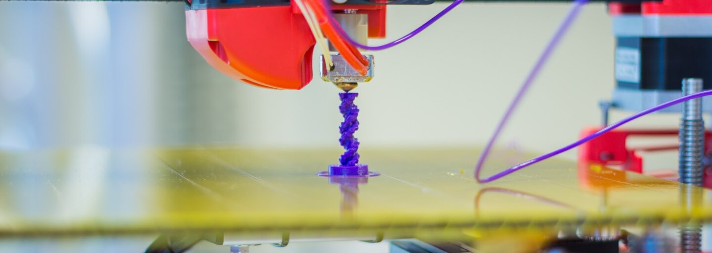 Chirurgovia implantovali mužovi s rakovinou stavec z 3D tlačiarne. Podobná operácia sa ešte nikdy neuskutočnila