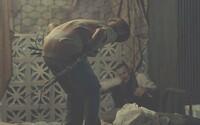 Chlapec posadnutý desivým démonom si láme väzy v lákavej ukážke seriálového Exorcistu