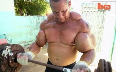 Chlapík, ktorý má 73cm biceps plný oleju a alkoholu