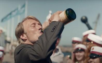 Chľast je jedným z najlepších filmov roka. Mads Mikkelsen ťa očarí v príbehu o tom, ako alkoholizmus ničí životy celej rodiny