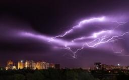 ČHMÚ: Na tyto kraje se ženou další velmi silné bouřky a přívalové deště