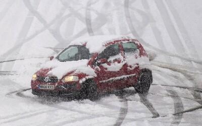 ČHMÚ: V těchto krajích platí vysoký stupeň nebezpečí v souvislosti se silným sněžením a ledovkou