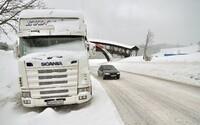 ČHMÚ: V těchto krajích platí výstraha před sněhem, náledím, ale také silným větrem
