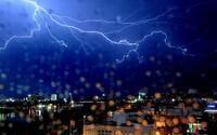 ČHMÚ varuje: Tyto kraje zasáhnou velmi silné bouřky, očekává se také vydatný déšť a hrozí vzestupy hladin řek