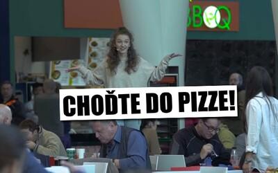 Choďte do pizze, my vám naložíme. Nová reklama na food court v Bory Mall vyvoláva u Slovákov veľké otázniky