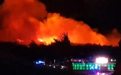 Chorvátske Zrče je v plameňoch. Z festivalu Fresh Island museli evakuovať 10-tisíc ľudí vrátane Slovákov