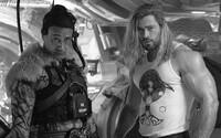 """Chris Hemsworth nechcel """"flexiť"""". Aj tak však zapózoval s bicepsom a oznámil ukončenie natáčania nového Thora"""