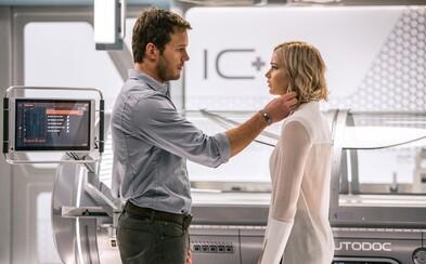 Chris Pratt a Jennifer Lawrence sú osamelý pár cestujúci naprieč nekonečným vesmírom vo fenomenálnej snímke Passengers