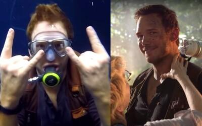 Chris Pratt si natáčanie druhého Jurského sveta poriadne užil, čo dokazujú aj jeho zábavné videodenníky