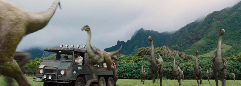 Chris Pratt uteká pred krvilačným dinosaurom v Jurassic World