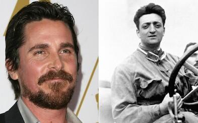 Christian Bale je Enzo Ferrari v dlho pripravovanom projekte režiséra Michaela Manna