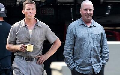 Christian Bale podnikl další extrémní přeměnu. Z Dicka Cheneyho se za pár týdnů stal automobilový mechanik