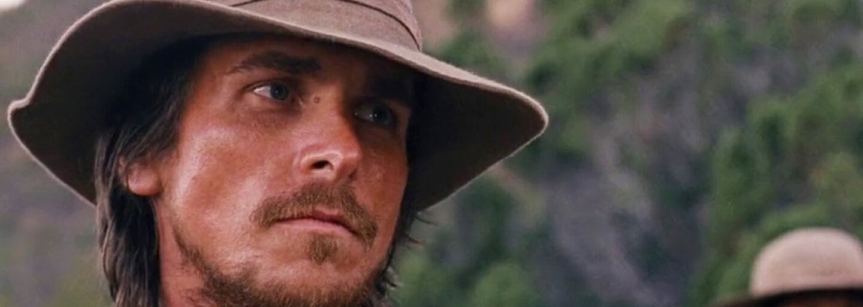 Christian Bale si vo westerne Hostiles zahrá kapitána, ktorý musí dopraviť zraneného náčelníka a jeho rodinu naspäť na ich územie