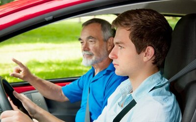 Christian nezvládol skúšky v autoškole 32-krát po sebe. 25 rokov pokusov však padlo na úrodnú pôdu a Brit konečne môže šoférovať