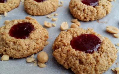 Chrumkavé arašidovo-džemové sušienky, ktorých sa nebudeš môcť nabažiť (Recept)
