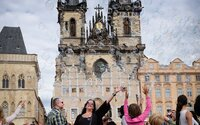 Chudých a sociálně vyloučených v Česku ubývá. Jejich počet poklesl o 110 tisíc
