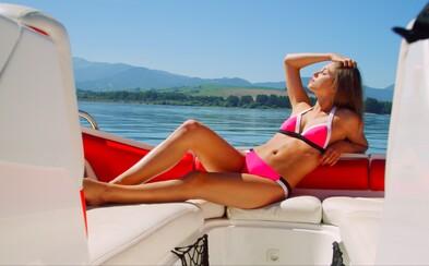 Chýbajú ti horúce letné dni? Barbora Bakošová ťa v poslednom videu zo série nič nie je nemožné opäť rozpáli
