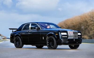 Chystá Rolls-Royce závodní Phantom? Ne, testuje už připravované SUVčko!