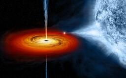 Černá díra spolkla hvězdu rovnou před očima astronomů. Následoval obrovský výbuch energie