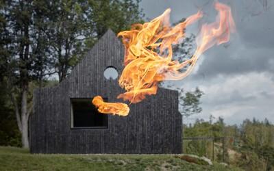 Čierna fasáda, ktorá ukrýva svetlý interiér alebo dokonalá prestavba staršej chaty z minulého storočia od českých architektov