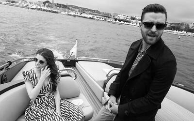 Čiernobiele fotografie ponúkajú exkluzívny náhľad do zákulisia filmového festivalu v Cannes