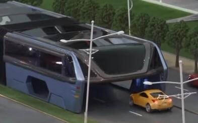 Čína má riešenie na dopravné zápchy! Nadvihnutému autobusu nevadí premávka a ľudí vie prevážať efektívnejšie