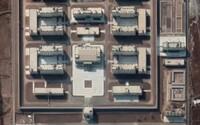 Čína postavila už 380 internačních táborů pro Ujgury a další menšiny v Sin-ťiangu, tvrdí australská studie