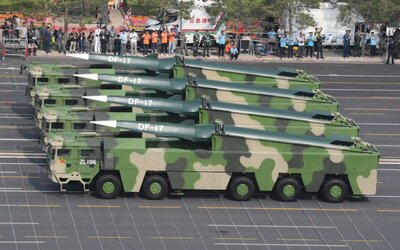 Čína sa pochválila novou zbraňou: Rakety s doletom 15-tisíc km dosahujú 25-násobok rýchlosti zvuku. V USA by mohli byť do 30 minút