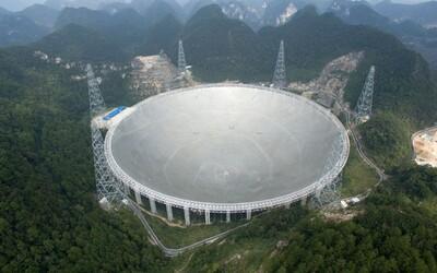 Čína spustila největší rádiový teleskop. Podaří se nám díky němu objevit vyspělou mimozemskou civilizaci?