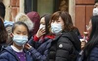 Čína varuje své občany, aby necestovali do Česka